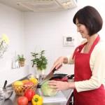 中途半端な自炊は外食より健康に悪い? 自身の食生活を見直してみよう。